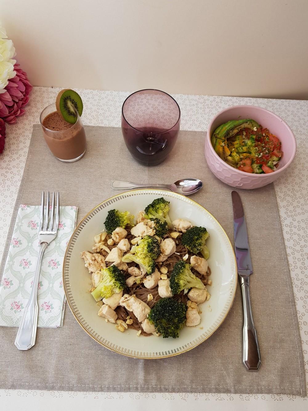 Nouilles soba au poulet et légumes verts